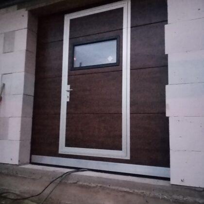 Гаражные ворота со входом для персонала